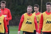 Wayne Rooney trains with first-team ahead of Manchester derby